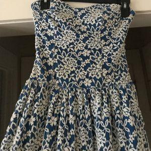 Dresses & Skirts - Sweetheart neck lace dress