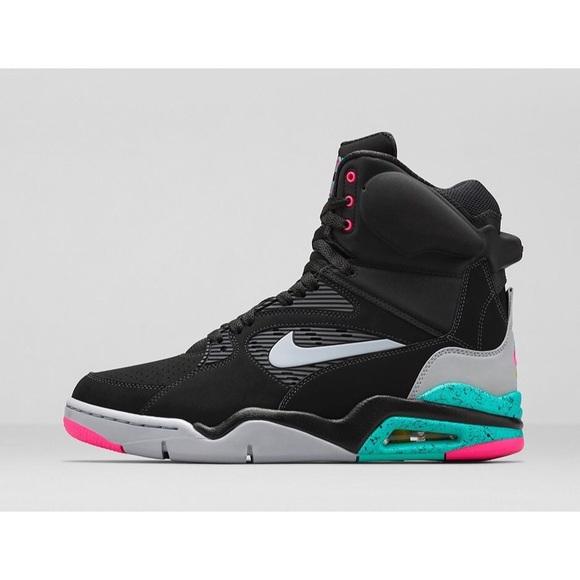 5f13a720ceb Men s Nike Air Command Force Basketball Shoes. M 59938db72ba50aa8f21c7ca3