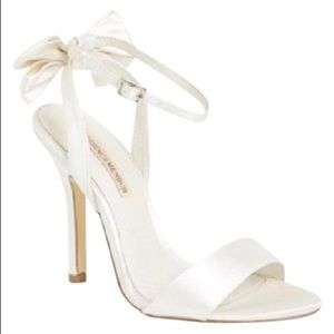 White bow heeled sandals from menbur!