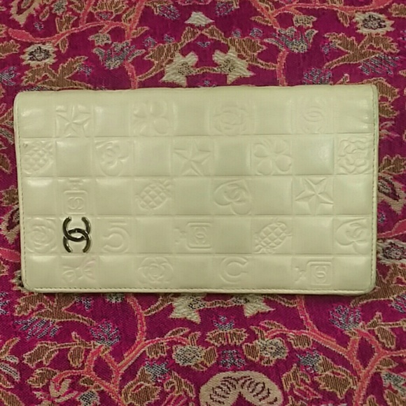 f69bd817c948 CHANEL Accessories - Authentic Chanel Light Beige Leather Bifold Wallet