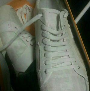 Casual gym shoe