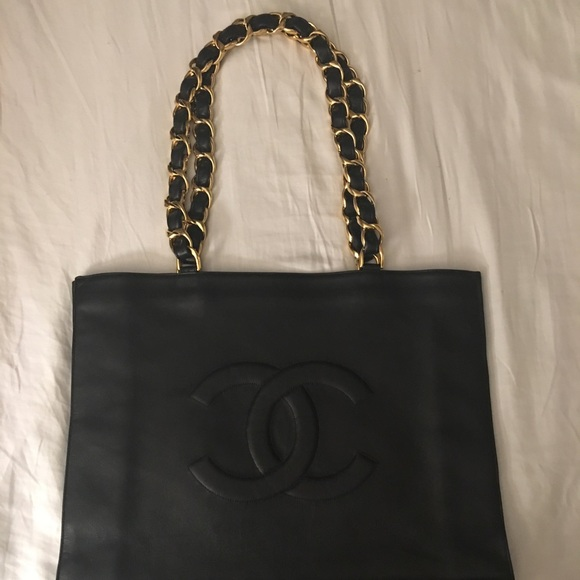 841fc3578c3b CHANEL Handbags - Vintage Chanel CC XL Shopper Tote in Lambskin