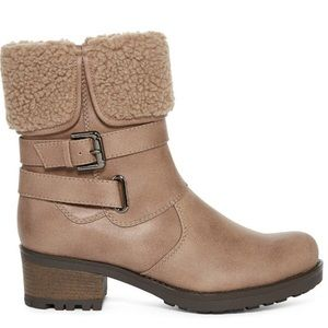 Shoes - Shearling buckle boots