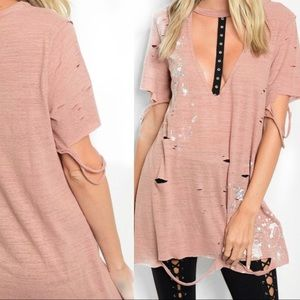 Tops - ✨Distressed Top✨