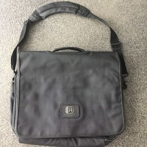 Kenneth Cole Reaction nylon messenger bag