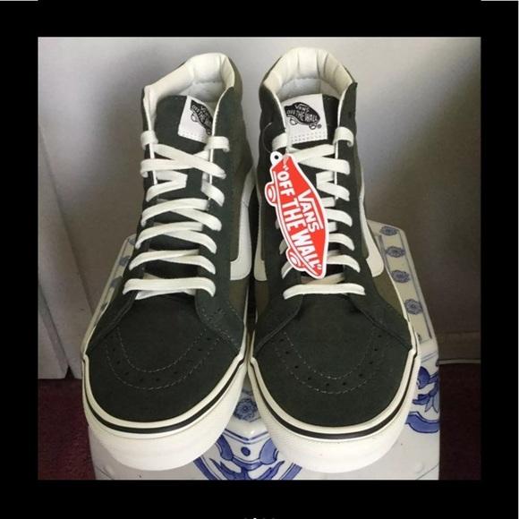 Vans Shoes - New Authentic Vans men's shoes