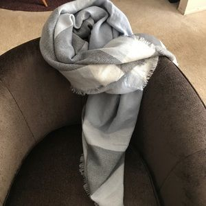 Accessories - EUC Blue, white and gray blanket scarf