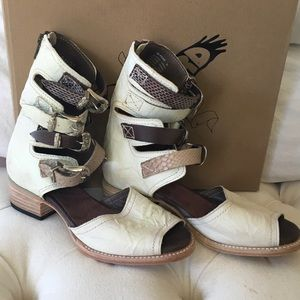 NWT Free Bird -Pilar white Multi