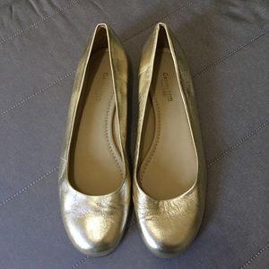 Garnet Hill scarpe   Metallic oro Flats   Poshmark