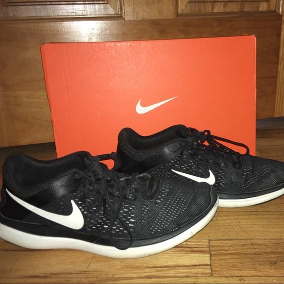 Nike Flex Run 2016 Trainers Black Size 8