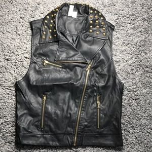 MUST GO 🛑 Faux leather studded moto vest