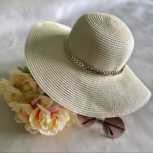 Accessories - ✨New! Chain Linked Floppy Hat