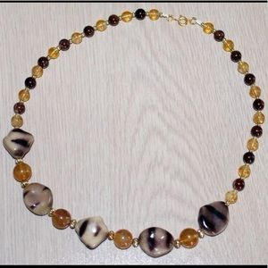 Jewelry - 🛍Fashion Honey and Brown Beads Necklace🌺NEW🌺