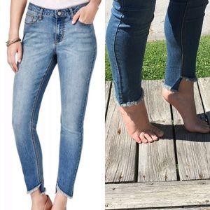 A5️⃣🌟! Frayed Hem Skinny Ankle Jeans! NEW!