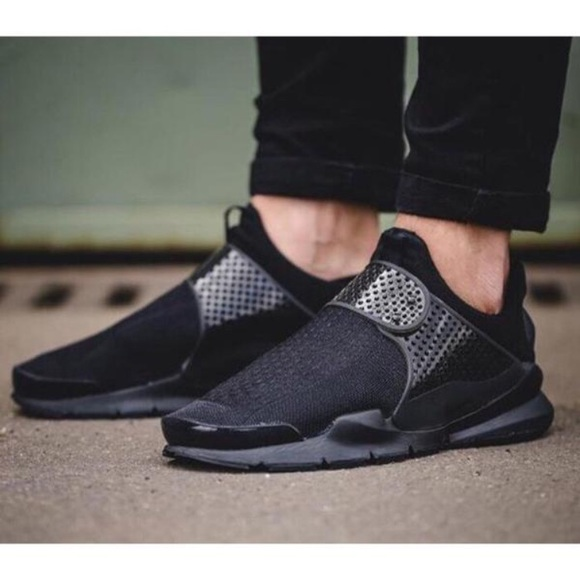 the latest a20e8 c9776 Women's Nike Sock Dart SE Low Running Sneakers NWT