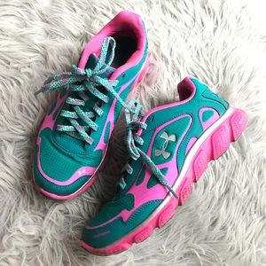 CLEARANCE ✨Under Armour Pulse Storm Sneakers