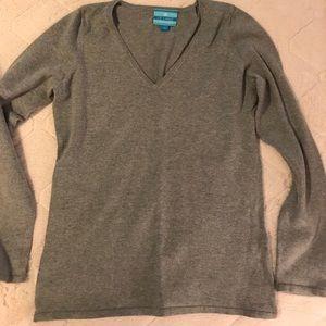 Liz Lange maternity V-neck gray sweater