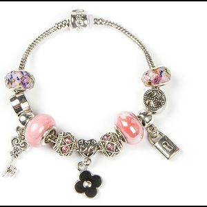 Jewelry - Clover and pink charm bracelet. Fits pandora