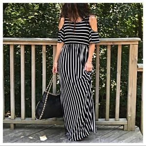Dresses & Skirts - 🆕 gorgeous maxi dress
