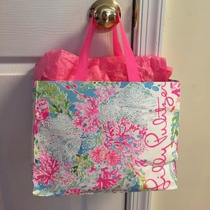 Lilly Pulitzer Gift bag and rapping paper!🌷🌸💐🌼