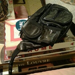 Handbags - Vintage Black Leather Fanny Pack