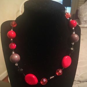 🍑Red black and grey beaded necklace🍑