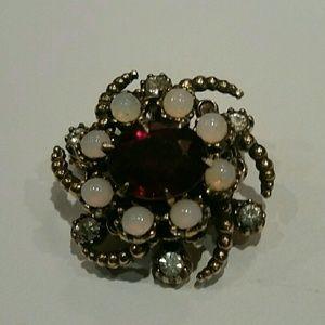 Jewelry - Vintage rhinestone pin/brooch.