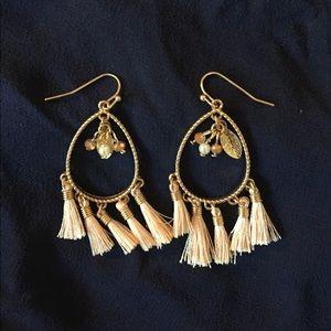 Jewelry - NWOT Light peach 🍑 and gold tassel drop earrings