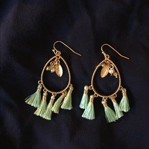 NWOT Seafoam green 🐚 and gold tassel earrings