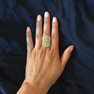 Jewelry - NWOT Gold ring with Rhinestones 💎