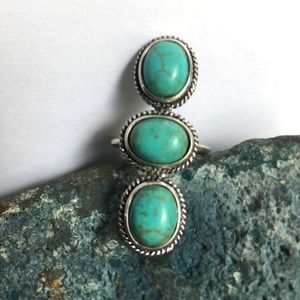 Jewelry - Turquoise 3 Stone Ring