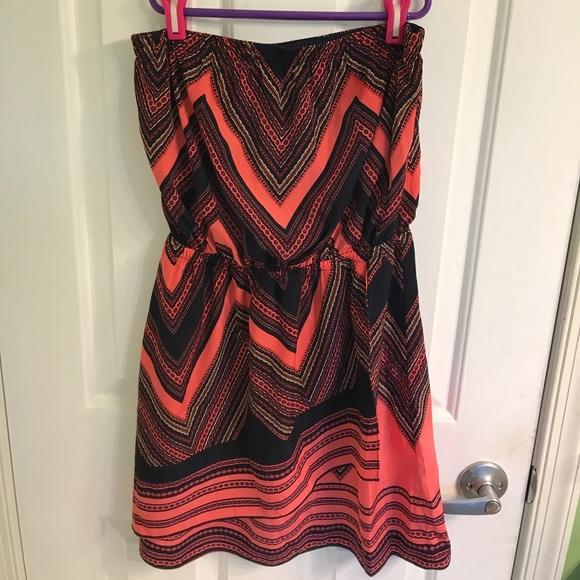 Express Dresses & Skirts - Strapless chevron pattern dress from Express