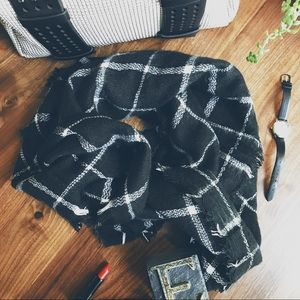 | SOFT PLAID SCARF |