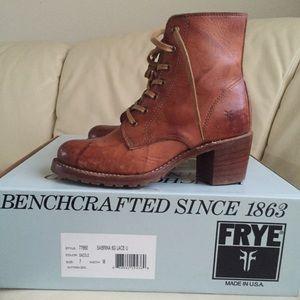 9c14207603c6 Frye Shoes - Frye Sabrina 6g lace up saddle heeled combat boot