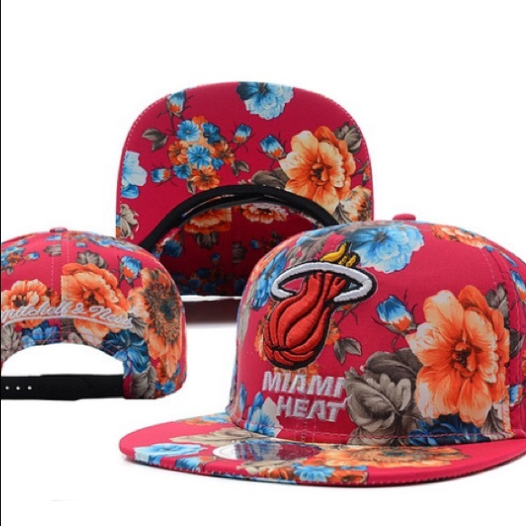 buy online 920bd fd017 Miami Heat NBA Mitchell   Ness SnapBack Cap. M 5997b3e3fbf6f9d8b604c6e5