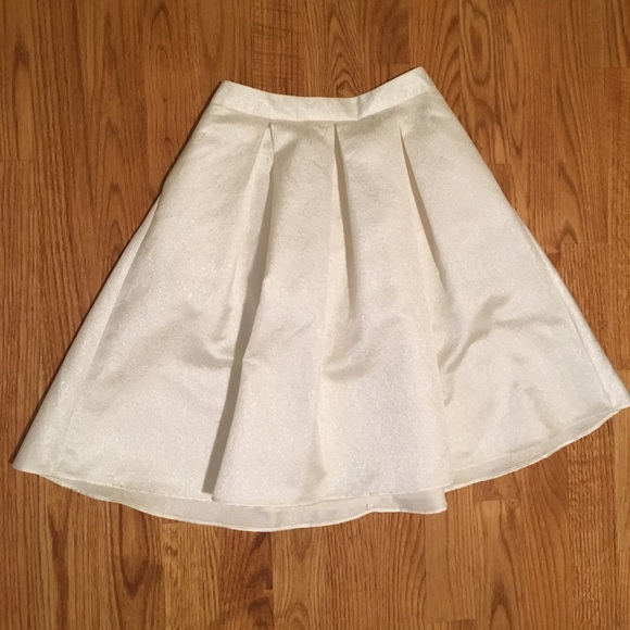 Express Skirts - Express A-Line Skirt in Off-White with Pockets!