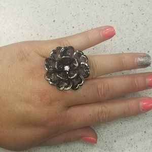 Jewelry - Flower ring with stretchy band
