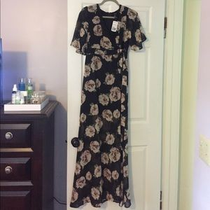 Flutter sleeved maxi dress! BRAND NEW