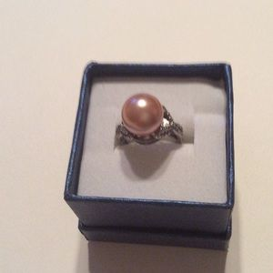 Jewelry - Peach pearl ring