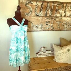 Dresses & Skirts - Fun flowery dress with straps
