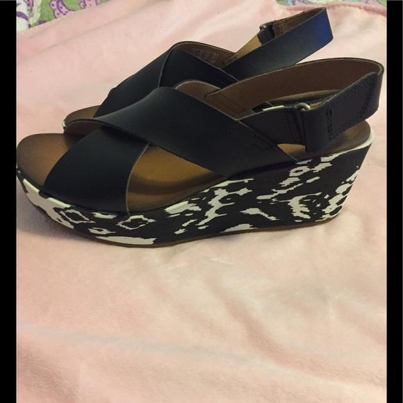 add49d9e3787 Clarks Shoes - New Clarks Soft Cushion Stash Hale Sandal 8.5