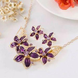 Emma floral rhinestone necklace & earrings set 🌹