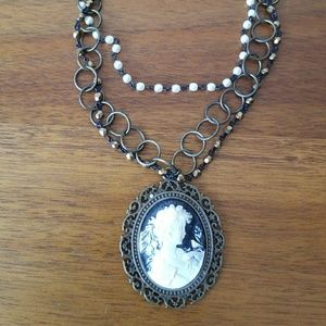 Jewelry - Cameo choker style necklace