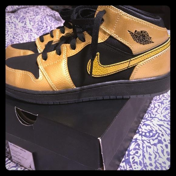 finest selection c4546 e245e Youth metallic gold and black Jordan's