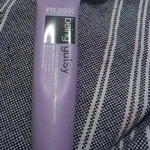 Accessories - Rusk being gusty volumizer