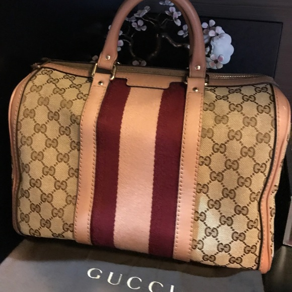76d9a09f538fd1 Gucci Handbags - Authentic GUCCI Monogram Vintage Boston Pink.