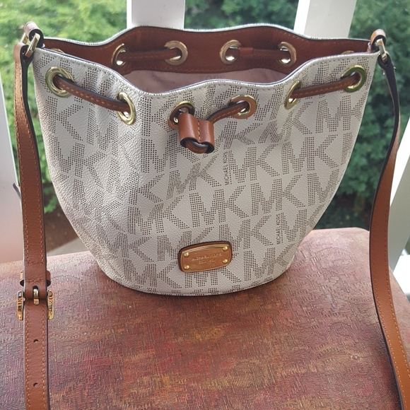 9c994e1cc30d Michael Kors Greenwich Vanilla/Acorn crossbody bag.  M_5999fb8bea3f3611830d1d86