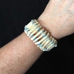 Jewelry - Natural Shell Stretch Bracelet!
