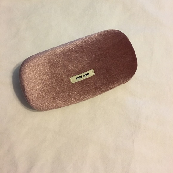 fc4d0b7f001c MIU MIU SUNGLASSES CASE. M 599a03fe3c6f9fb0ff0d37b9. Other Accessories ...