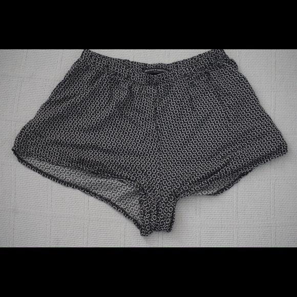 Brandy Melville Pants - | BRANDY MELVILLE | black shorts w/ white daisies